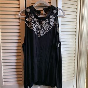 Torrid. Sleeveless swing top with embroidery. 3x.